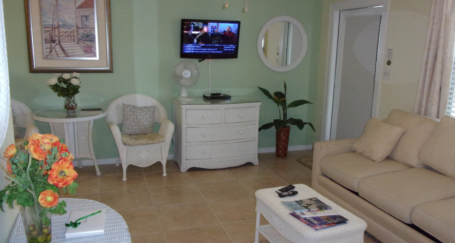 Poolside 2-Bedroom Suite with full kitchen and extra sleeper sofa