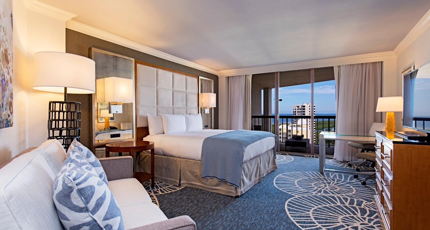 474 spacious guestrooms and suites