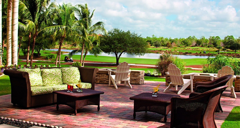 Bella Vista Terrace overlooking the 18th hole of Tiburon Gold Course