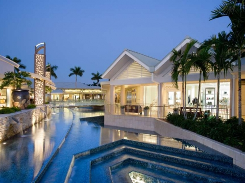 Waterside Shops in Naples: Indulge in Luxury Shopping & Dining