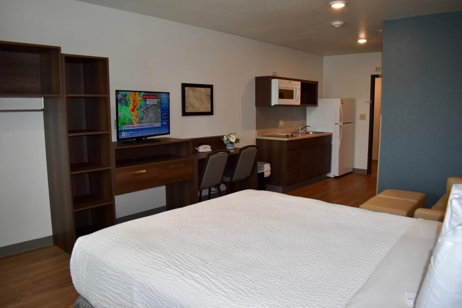 Queen bed suite