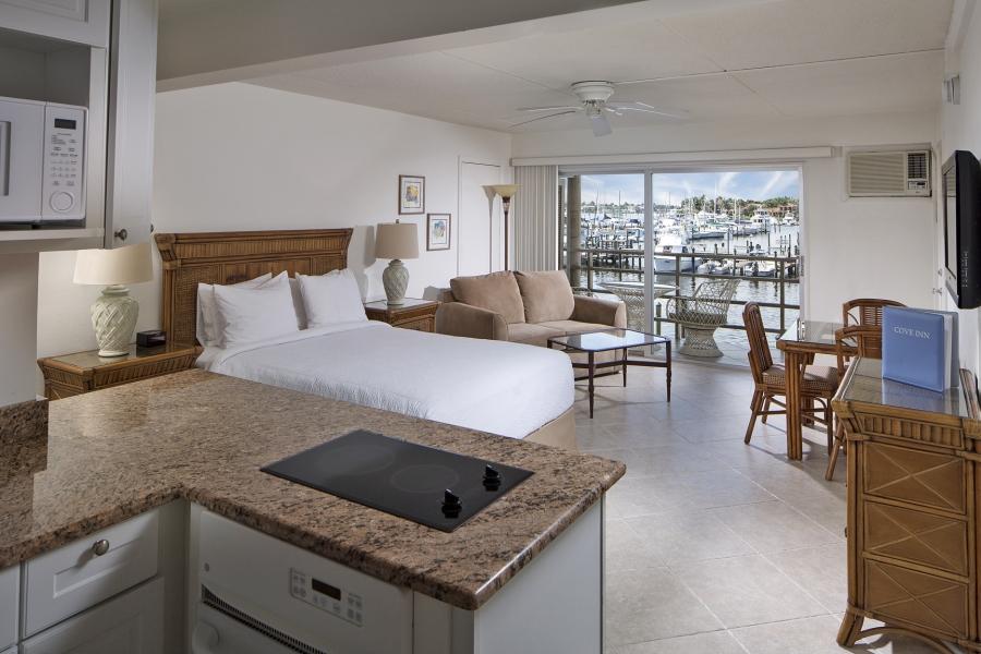 Cove Inn on Naples Bay Guestroom