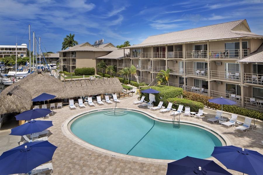 Cove Inn on Naples Bay Pool