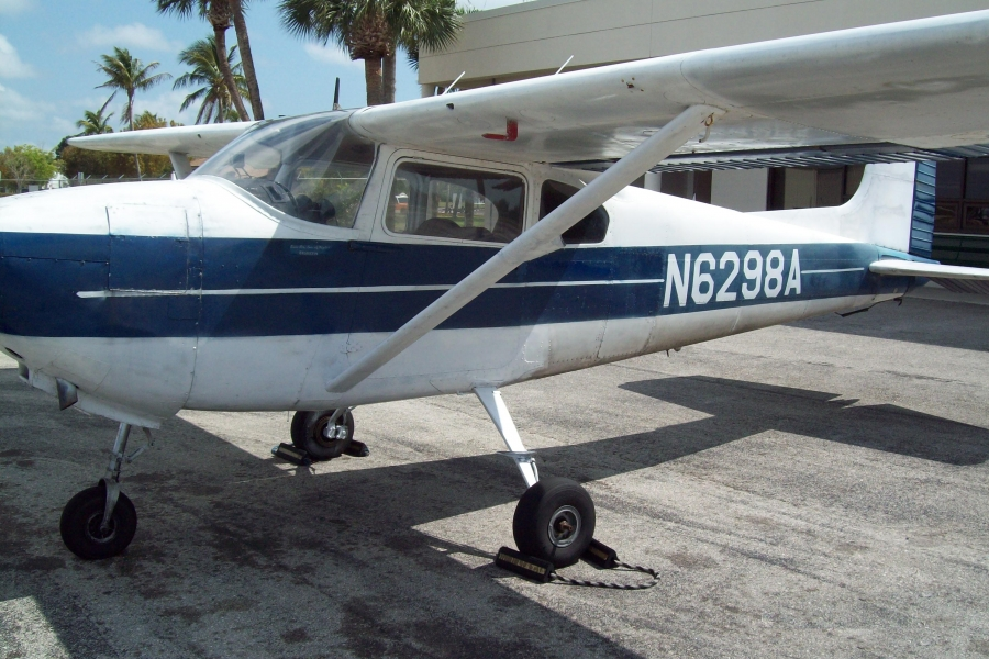Cessna 182  Three passengers