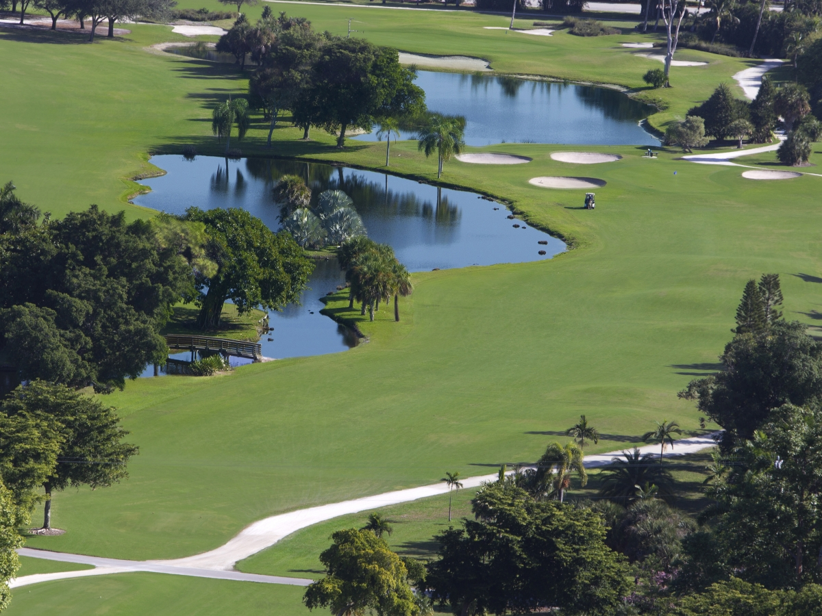 18-holes of golf right on property (no shuttles required)