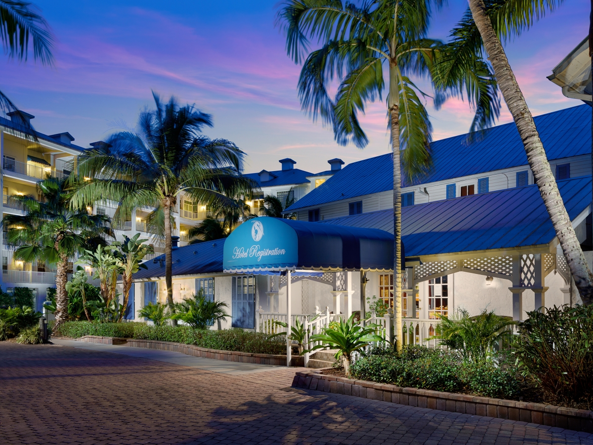 Olde Marco Island Inn & Suites Reception at Dusk