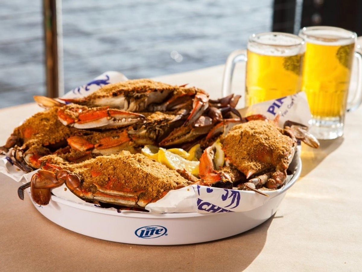 Blue crab and brews at Pinchers