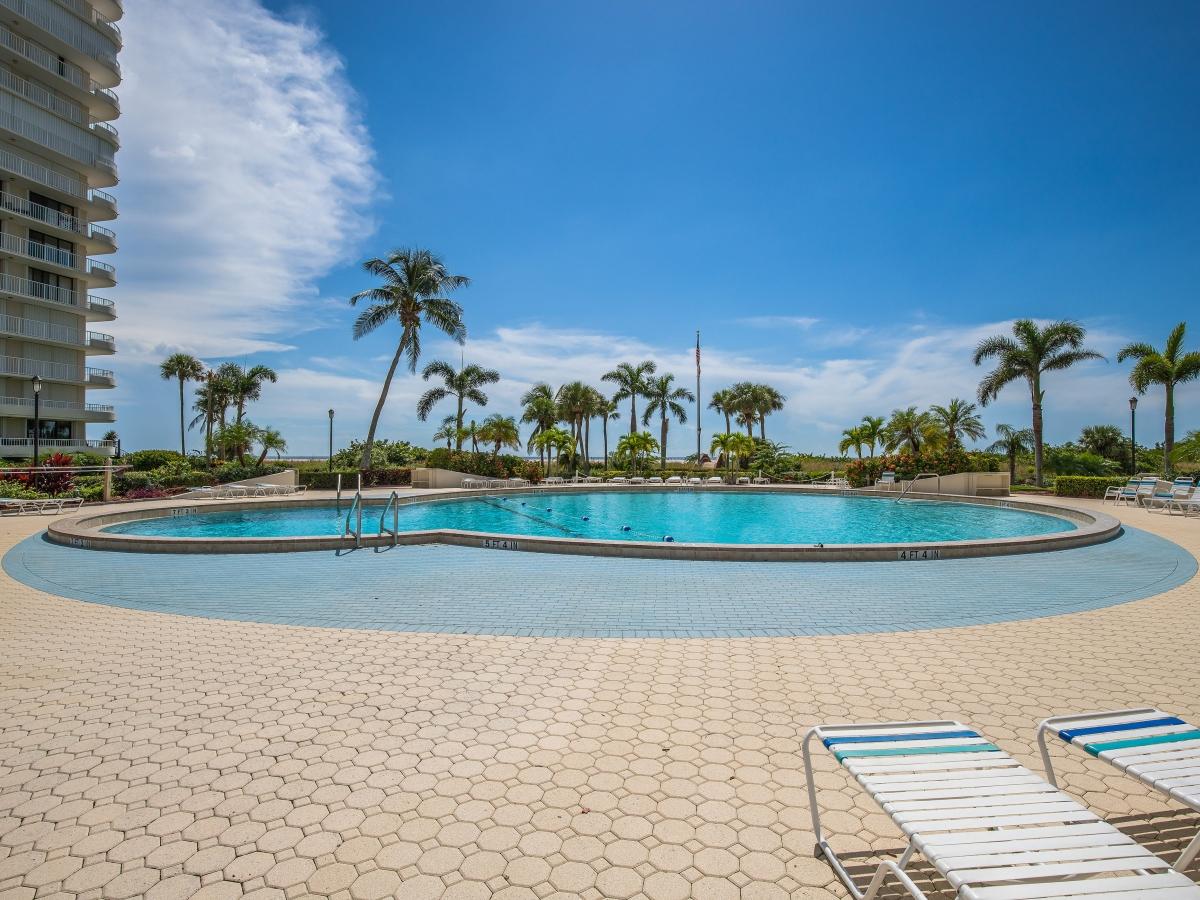 South Seas Sparkling Blue Pool