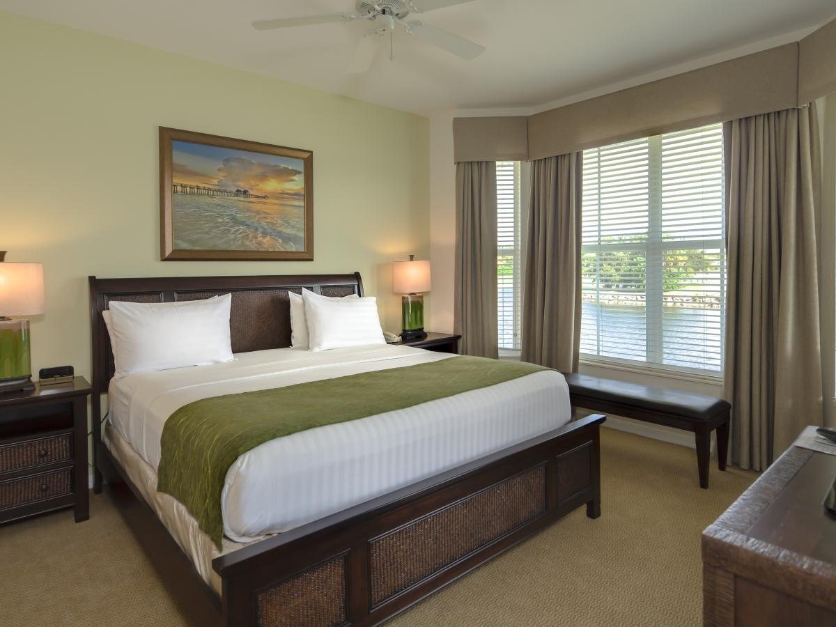 GreenLinks master bedroom.